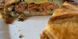 Coulibiac de saumon, sauce crémée citronnée